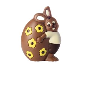 Hase umarmt Ei Schokolade